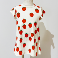<b>mini rodini</b><br>21ss Strawberry aop wing dress<br>Offwhite<img class='new_mark_img2' src='https://img.shop-pro.jp/img/new/icons1.gif' style='border:none;display:inline;margin:0px;padding:0px;width:auto;' />