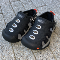 "<b>THE PARK SHOP</b></br>21ss KEEN×THE PARK SHOP ""21ss Stingray""<br>Black Cocmos<br>15c〜19.5c<img class='new_mark_img2' src='https://img.shop-pro.jp/img/new/icons1.gif' style='border:none;display:inline;margin:0px;padding:0px;width:auto;' />"