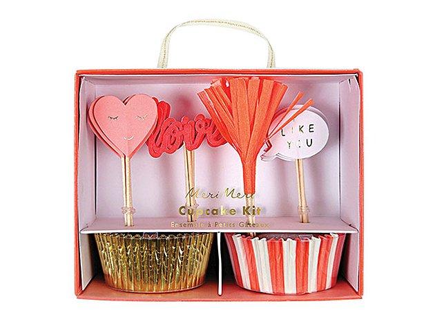 ★在庫1★ カップケーキキット LOVE&LIKE カップ24枚・トッパー24本-MeriMeri