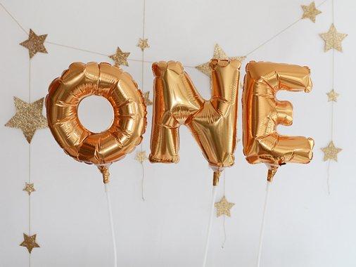 【エアー加工済】1歳誕生日 mini アルファベット ONE フォイルバルーン ゴールド 15cm スティック付