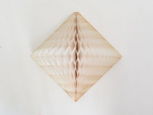 ダイヤモンド型ハニカムデコレーション 30cm  アイボリー