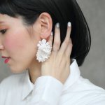 ARRO / Embroidery earing / DANCING SHELLS (white)/片耳