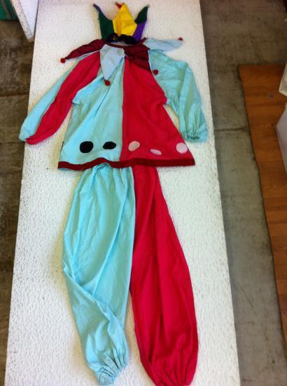 90545c66c5846 コスプレ仮装衣装 ピエロ 上下・帽子付き3点 赤・青 黒玉色 DX フリーサイズ・男女兼用 手造り日本製洗濯可 長袖・ポリエステル?使用感多少。