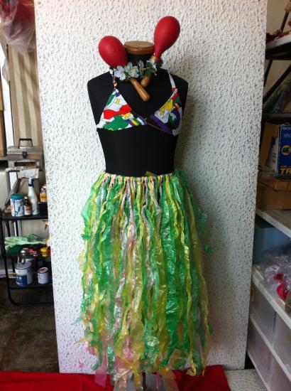 5693ae4b5e8ed 仮装コスプレ フラダンス衣装セット3点 緑スカート、ハワイ柄か黄ブラジャー、アーム飾り左右。3点 男女兼フリーサイズ・使用感 無し、カツラ・マラカス等別途あり。