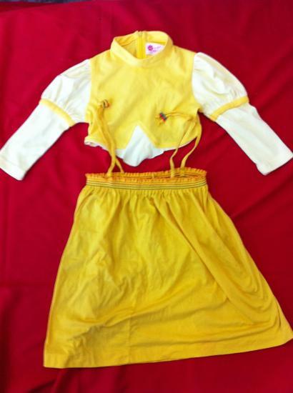 b6552ba0c797f 女子供服 コスプレ衣装 黄3点セット。今日注文同種衣装4着更に30%オフ!、イエロー Sサイズ、吊りスカート1・上着2の3点・ハンパ品  身長・身丈29・ ...