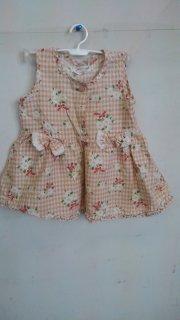 4fdfa5478b7d9 中古格安子供服ノースリーブワンピース 女 チェックに花柄 白地 綿35% ポリ65% サイズ90 使用感あり。