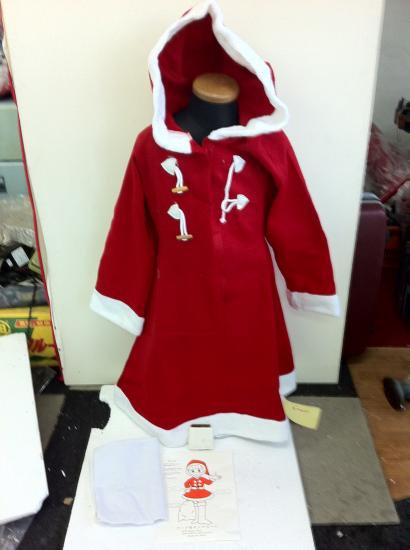 64d1088a83314 格安中古サンタ衣装 子供女 既製・薄地、未使用・新品 フードつき。スーツ(140~170cm向き)・袋・ベルト付