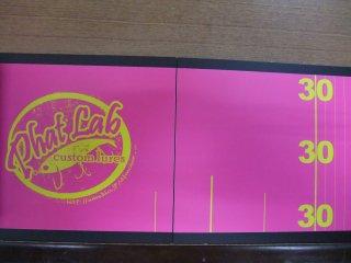 ファットラボ 板メジャー ピンクベースに黄色文字