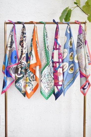 manipuri(マニプリ) 様々なモチーフが明るく楽しい春夏の気分に。ヴィンテージ感溢れるプチスカーフ(65cm ×65cm ) [Umbrella]