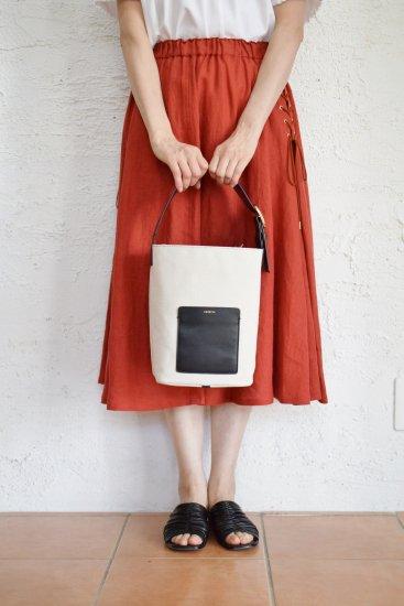 ORSETTO(オルセット) キャンヴァスとレザーコンビの 洗練されたシンプルワンハンドルバッグ