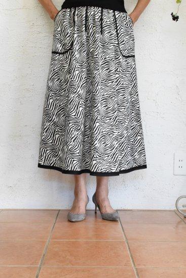 HiROMI THiSTLE(ヒロミシスル) ウェスト総ゴム仕様でストレスを感じさせない コットンツイルゼブラ柄ミモレ丈スカート《手洗い可》