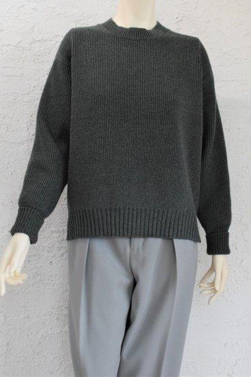 comm.arch(コム.アーチ) 手横編み機のみで仕上げた 度詰めの綺麗な編地の Extra Fine Lamb's Wool Sweater [Khaki]《手洗い可》