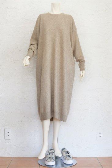 C.T.plage(シー.ティー.プラージュ) 羊毛にラクーンをブレンドしたふんわり柔らかタッチ素材でリラックス感のあるゆったりシルエットのニットワンピース《BEIGE》