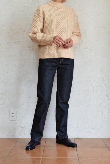 comm.arch(コム.アーチ) 手横編み機のみで仕上げた 弾力性と膨らみのある凹凸感の綺麗な編地の French Merino Fishemen's Sweater [Peach Snow]