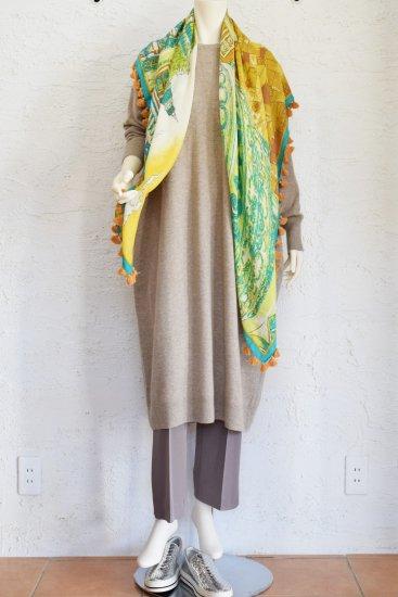 manipuri(マニプリ) 手捺染(テナッセン)の工程で仕上げた 鮮やかな色柄のヴィンテージ感溢れるポンポン付き大判サイズの Silk /WoolSTOLE [KUIL]