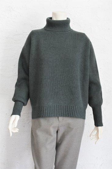 comm.arch(コム.アーチ) 手横編み機のみで仕上げた 度詰めの綺麗な編地の Extra Fine Lamb's Wool Turtleneck Pullover [D.Geen]《手洗い可》
