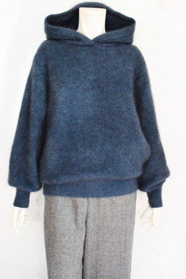 LILLY LYNQUE(リリーリーン) 軽くてふわふわと柔らかい 毛足の長く密度を詰めた編地で仕上げた ゆるっとリラックス感の Hooded Knit Pullover
