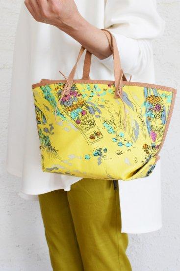 manipuri(マニプリ) 季節感感溢れる華やかでクラシカルなスカーフ柄をプリントした 舟形キャンバストートバックS [革ひもポーチ付き]