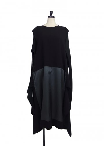 <img class='new_mark_img1' src='https://img.shop-pro.jp/img/new/icons20.gif' style='border:none;display:inline;margin:0px;padding:0px;width:auto;' />Maison Margiela <span>メゾン マルジェラL19A-MMM-OP01M</span> CUT OUT PANEL DRESS BLACK