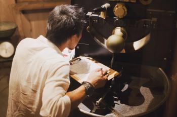 TSUKIKOYA COFFEE ROASTER<br> </br>ご挨拶<br> </br>焙煎担当・オーナー田村より