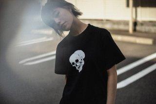 SKULL S/S TEE Black x White