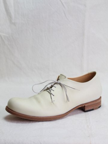 ONE LEATHER PIECE DERBIES