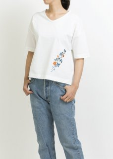 EMBROIDERY-V-NECK-T