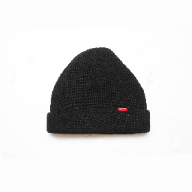 W-BASE RED TAB BEANIE BLACK
