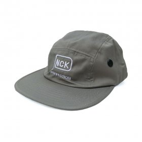 <img class='new_mark_img1' src='//img.shop-pro.jp/img/new/icons5.gif' style='border:none;display:inline;margin:0px;padding:0px;width:auto;' />PANCAKE - PERFECTION LOGO MILITARY CAP - GREY