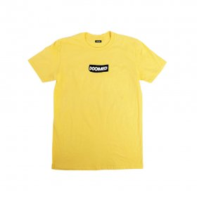 <img class='new_mark_img1' src='https://img.shop-pro.jp/img/new/icons5.gif' style='border:none;display:inline;margin:0px;padding:0px;width:auto;' />DOOMED - STICKY LOGO TEE - YELLOW