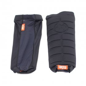 <img class='new_mark_img1' src='//img.shop-pro.jp/img/new/icons5.gif' style='border:none;display:inline;margin:0px;padding:0px;width:auto;' />UNITED - SIGNATURE SLIM SHIN PADS - BLACK