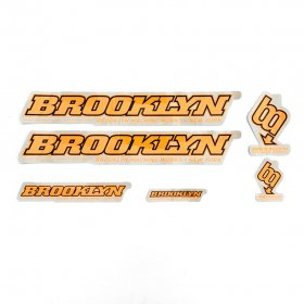 <img class='new_mark_img1' src='https://img.shop-pro.jp/img/new/icons5.gif' style='border:none;display:inline;margin:0px;padding:0px;width:auto;' />BROOKLYN MACHINE WORKS - STICKER SET - ORANGE - BLACK