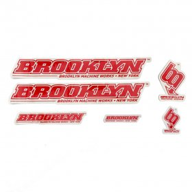 <img class='new_mark_img1' src='https://img.shop-pro.jp/img/new/icons5.gif' style='border:none;display:inline;margin:0px;padding:0px;width:auto;' />BROOKLYN MACHINE WORKS - STICKER SET - RED - WHITE