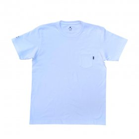 <img class='new_mark_img1' src='//img.shop-pro.jp/img/new/icons5.gif' style='border:none;display:inline;margin:0px;padding:0px;width:auto;' />PANCAKE - TEAM LOGO POCKET TEE - WHITE