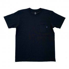 <img class='new_mark_img1' src='//img.shop-pro.jp/img/new/icons5.gif' style='border:none;display:inline;margin:0px;padding:0px;width:auto;' />PANCAKE - TEAM LOGO POCKET TEE - BLACK