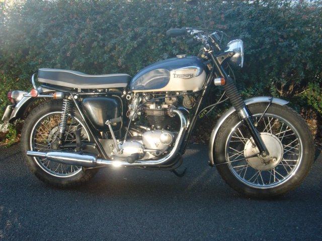 1966 T120R bonneville