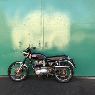 ハリスボンネビル750