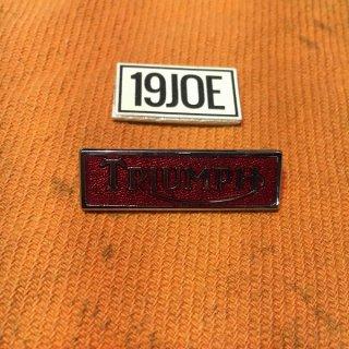 ラペルバッジ Triumphエンブレム  レッド