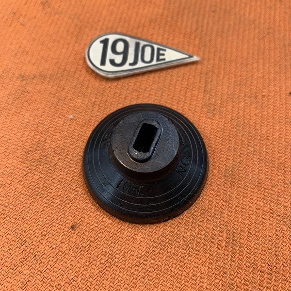 88SAイグニッションスイッチ用 キー穴付きラバーノブ