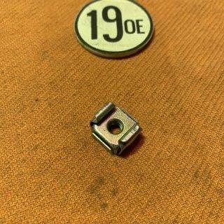 サイドパネルグリップナット 73-77年750ツイン