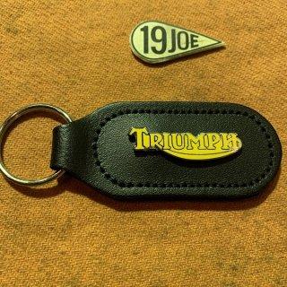 キーホルダー Triumphイエロースクリプト