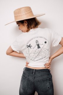 <img class='new_mark_img1' src='https://img.shop-pro.jp/img/new/icons55.gif' style='border:none;display:inline;margin:0px;padding:0px;width:auto;' />Classic Surf Girl Tee