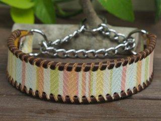 ボーダー柄のイタリア製皮革で作った首輪(ピンク系)