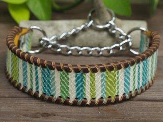 ボーダー柄のイタリア製皮革で作った首輪(グリーン系)