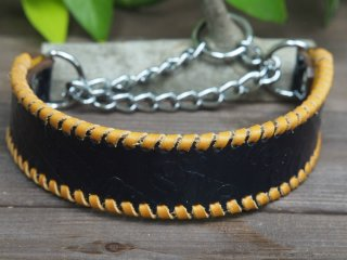 スペル柄型押し革のハーフチョーク(エナメルネイビー)