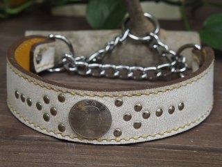 クラッキングホワイトの革にキャメルの麻糸の手縫いステッチ【プレーン】