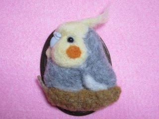 羊毛フェルト 可愛いオカメインコ&粟穂のブローチ 鳥 ゆこりん工房