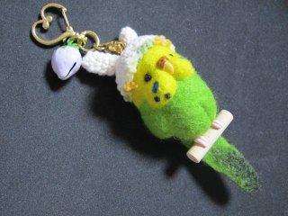うさ耳帽子の可愛いセキセイインコキーホルダー 黄緑 ゆこりん工房