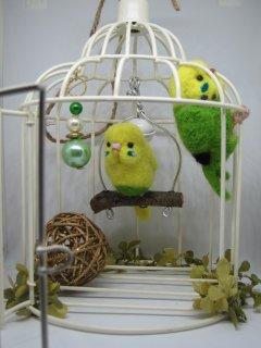 新作 羊毛フェルト 可愛いセキセイインコ達のブランコ鳥籠オブジェ 甘えん坊インコ 鳥 ゆこりん工房