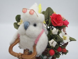 羊毛フェルト 木の自転車に乗ったコバタン&薔薇オブジェ 鳥 ゆこりん工房